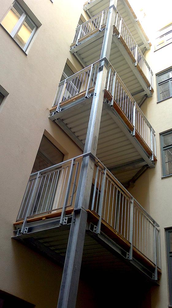 balkon und balkongel nder f r alle die hoch hinaus wollen. Black Bedroom Furniture Sets. Home Design Ideas